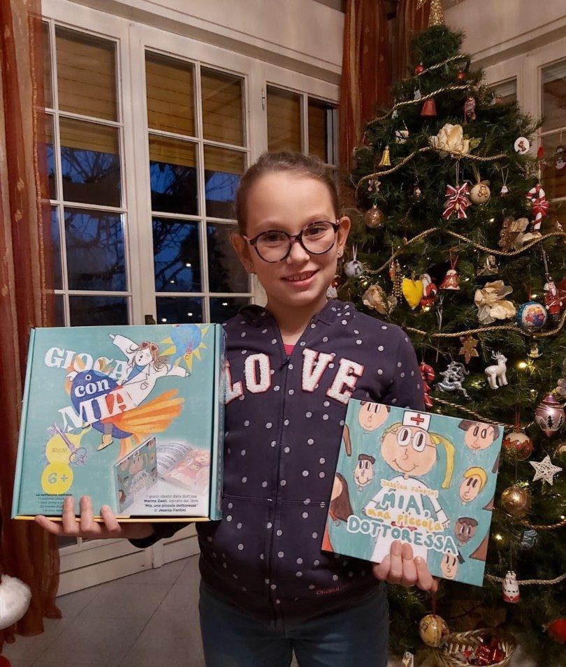 """""""Mia, Una Piccola Dottoressa"""", Il Libro E Il Gioco Da Regalare A Natale Per Conoscere Il Diabete E Aiutare I Bambini Che Ci Convivono"""